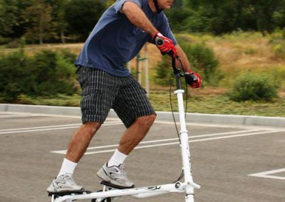 Trikke T7 fitness man riding