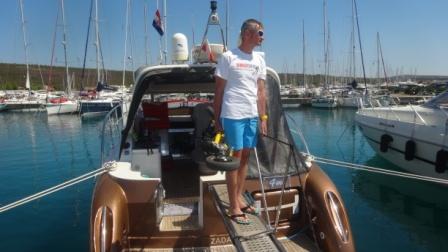 Elektryk Trikke na jachcie lub łodzi motorowej